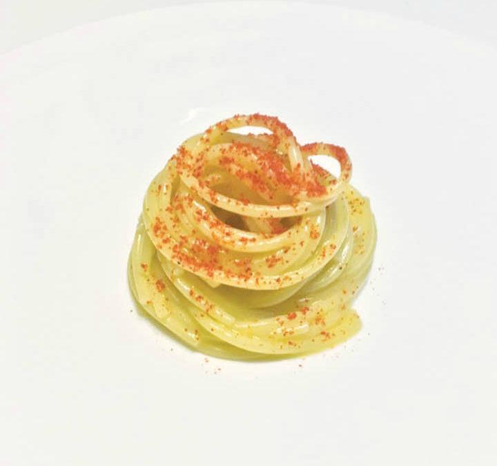 Spaghetti, roter Knoblauch aus Sulmona, reines natives Olivenöl